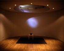 Im Angrenzenden, Kleinen Meditationsraum Wurde Ebenfalls Eine Arbeit  Michael Lappers Umgesetzt. Das Motiv Einer Wasseroberfläche Mit Einer  Vorgesetzten ...