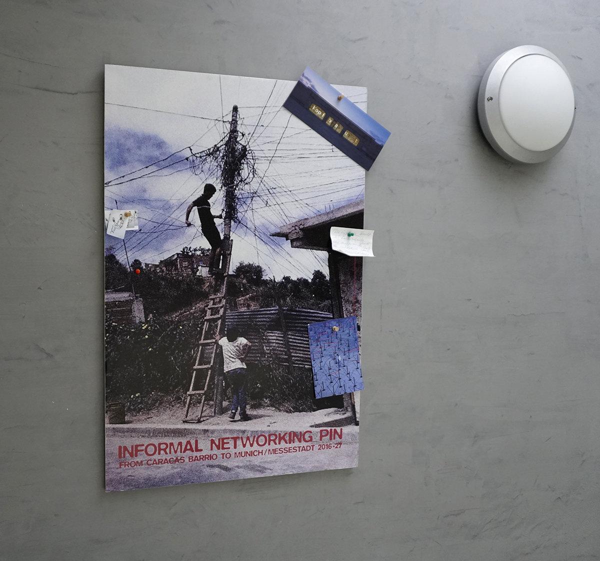 Informal Pin an der Wand